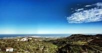 La Milagrosa en primer término. Las Palmas de Gran Canaria al fondo.