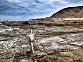 Rocas en bajamar con las marcas de la cantera / LUIS ROCA ARENCIBIA