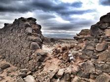 Restos de un muro / LUIS ROCA ARENCIBIA