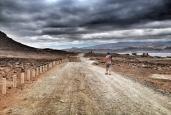 El camino de 1.200 metros de La Punta hasta el inicio de la zona militar / LUIS ROCA ARENCIBIA