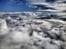 Conjunción de nubes durante el vuelo de vuelta de San Sebastián a Gran Canaria. LUIS ROCA ARENCIBIA