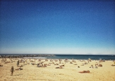 La playa de Zurriola, hoy domingo. ¿Quién dijo de cine y playa no son compatibles? LUIS ROCA ARENCIBIA
