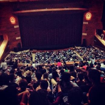 El cubo grande del Kursaal , con aforo para 2.000 personas, a tope para una de las sesiones. LUIS ROCA ARENCIBIA