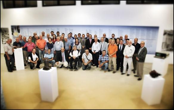 Foto de grupo de trabajadores, representantes institucionales y organización. ACFIPRESS/LUIS ROCA ARENCIBIA