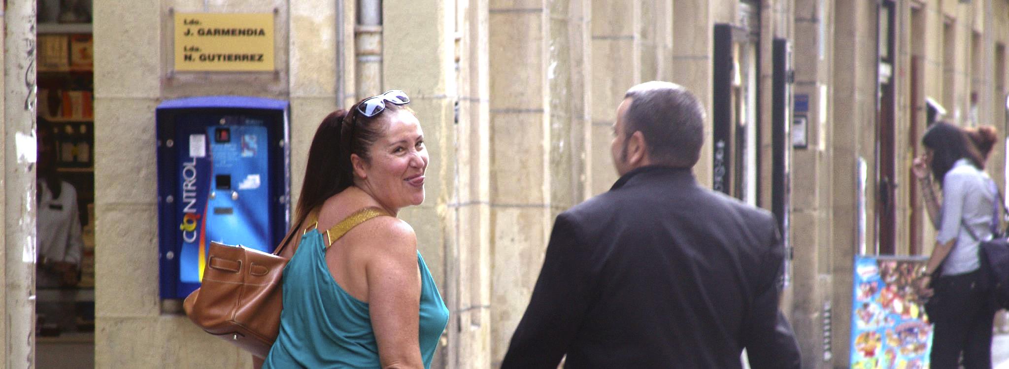 En 2011, con Félix Sabroso, paseando por el Casco Viejo de San Sebastián. FOTO: LUIS ROCA ARENCIBIA