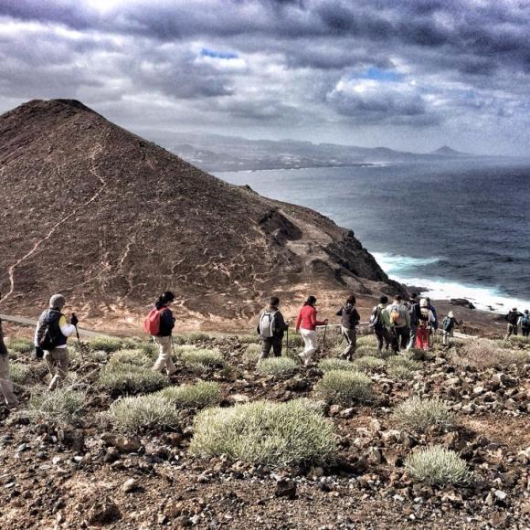 La subida más empinada de la ruta nos conduce a Montaña Colorada. / LUIS ROCA ARENCIBIA