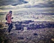 Detrás del itsmo, la ciudad extiende los brazos a la isla con generoso ofrecimiento. / LUIS ROCA ARENCIBIA