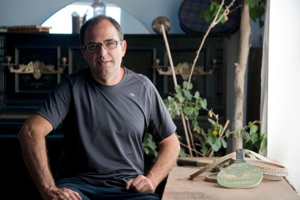 Gustavo Benítez en su casa de Telde, el día de la entrevista / LUIS ROCA ARENCIBIA