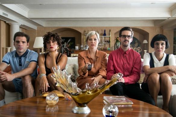 """Jorge Monje, Candela Peña, Pilar Castro, Julián .... y Yael Barnatán, en un momento de """"El tiempo de los monstruos""""."""