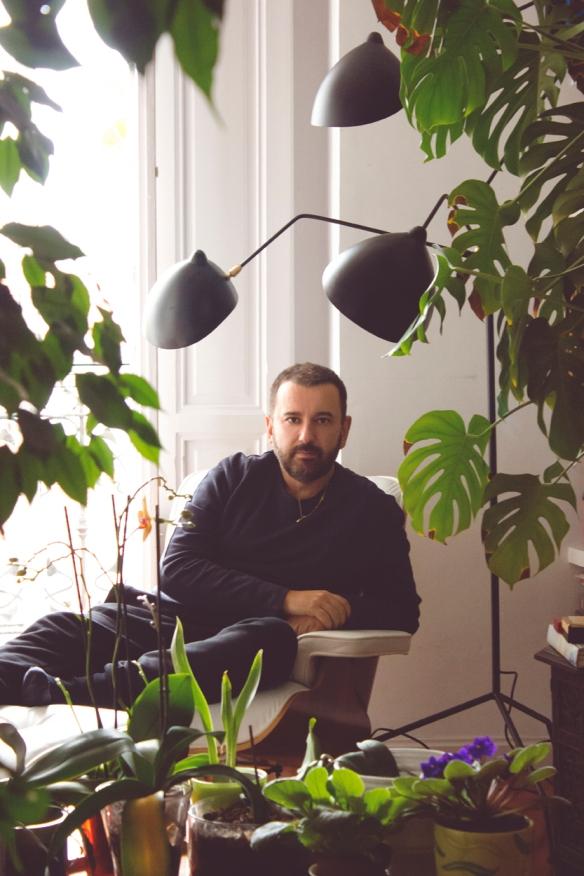 Félix Sabroso fotografiado en su casa de Madrid.
