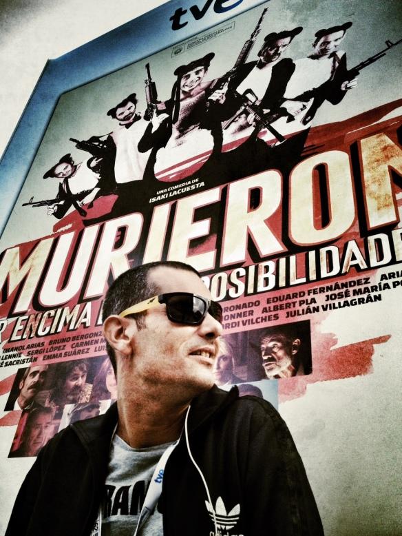 José Antonio González posa delante del cartel más resultón de este año, aunque la película no estuviera a la altura. /LUIS ROCA ARENCIBIA