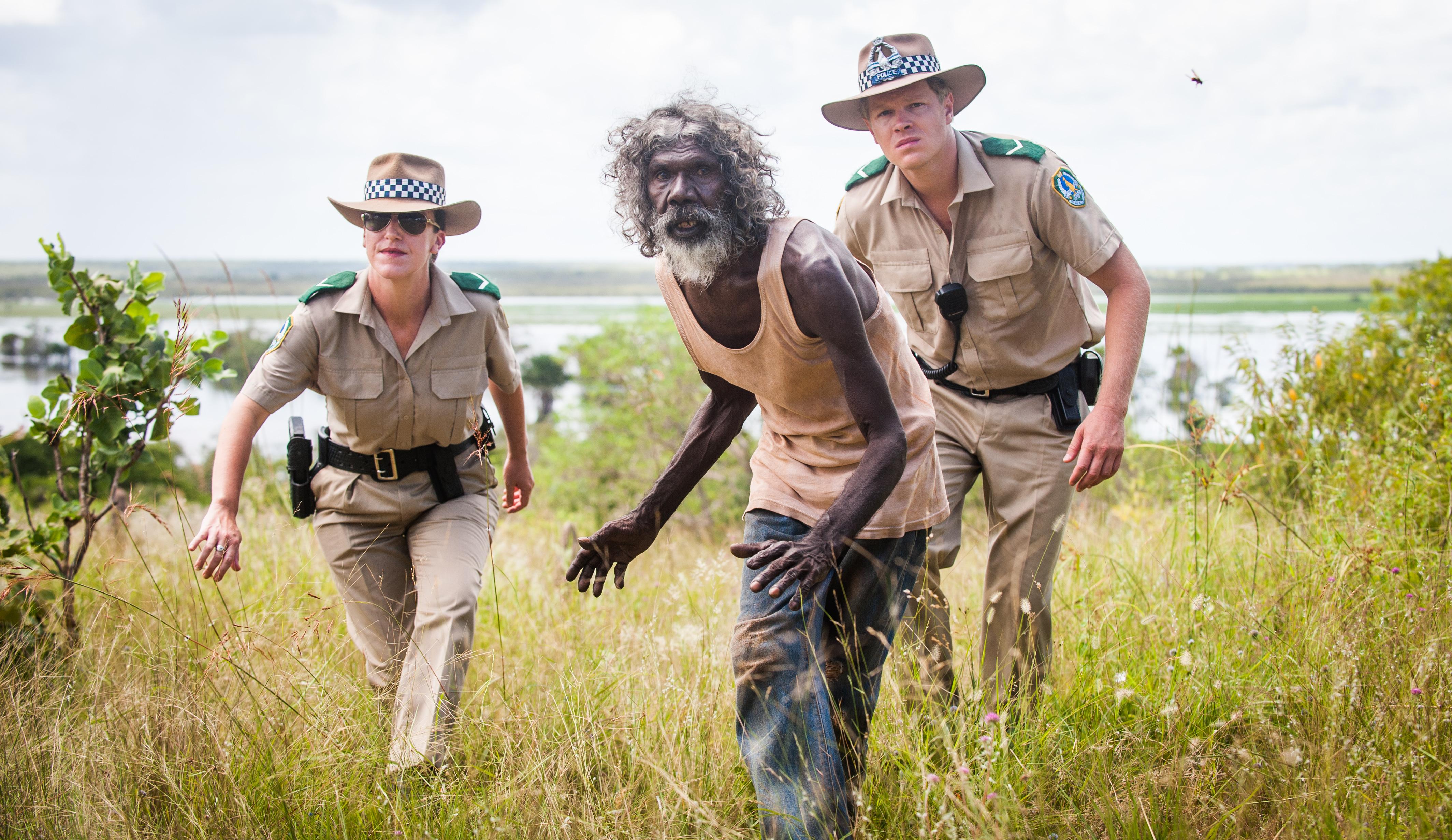 """El icono de la lucha aborigen australiana, David Gulpilil (c), se alzó con su interpretación de Charlie con el premio """"Una cierta mirada"""" al mejor actor en el pasado festival de Cannes por """"Charlie's Country"""", de Rolf de Heer."""
