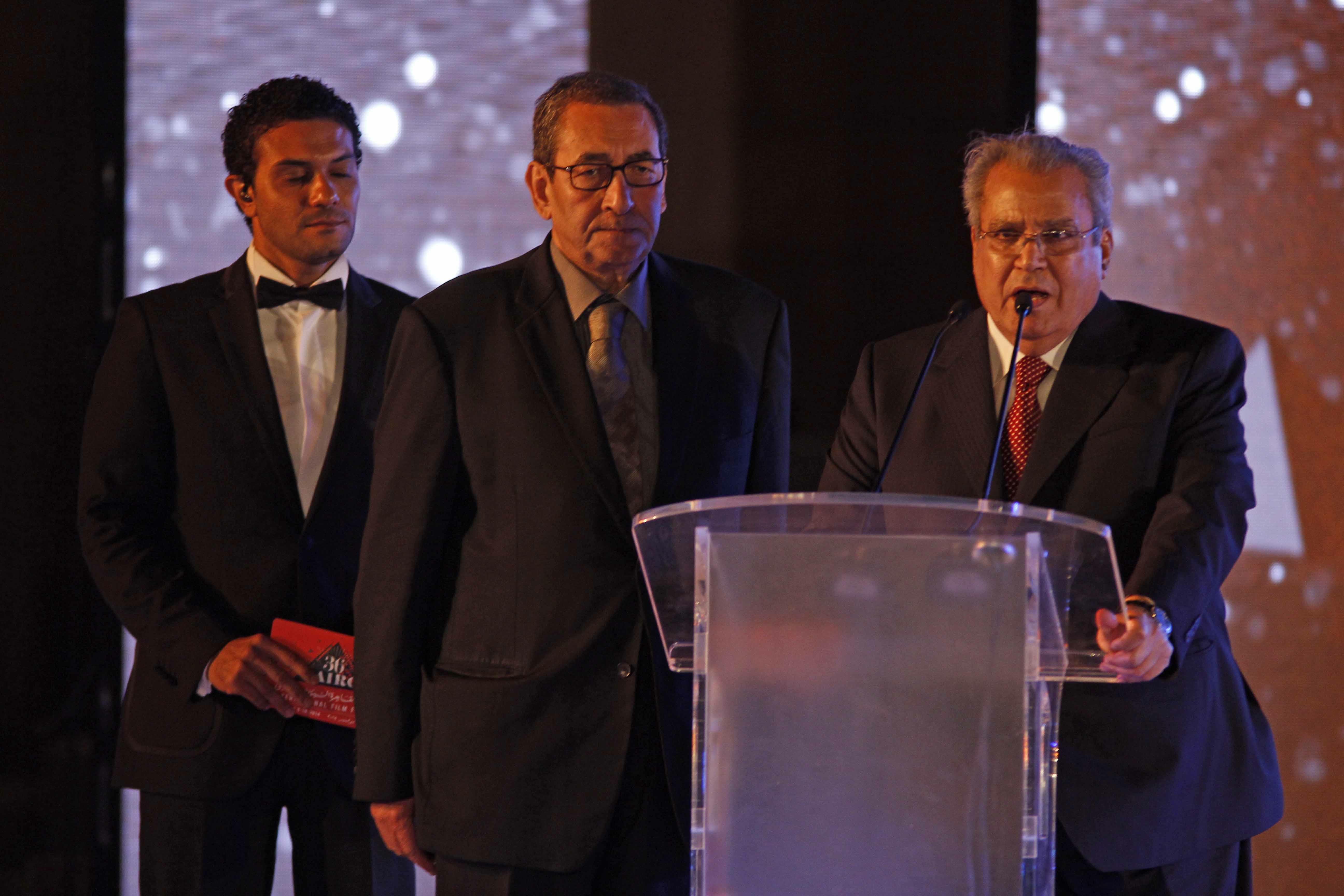 En una gala conducida por el joven actor egipcio Asser Yassin, con presencia de su director en el escenario, el crítico de cine Samir Farid, el festival fue inaugurado oficialmente por el ministro de Cultura, Gaber Asfour.