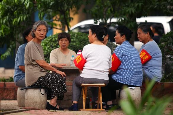 "En ""Red Amnesia"", de Xiaoshuai Wang, Lü Zhong interpreta a Deng, una anciana con graves deudas en su pasado adquiridas durante la Revolución Cultural."