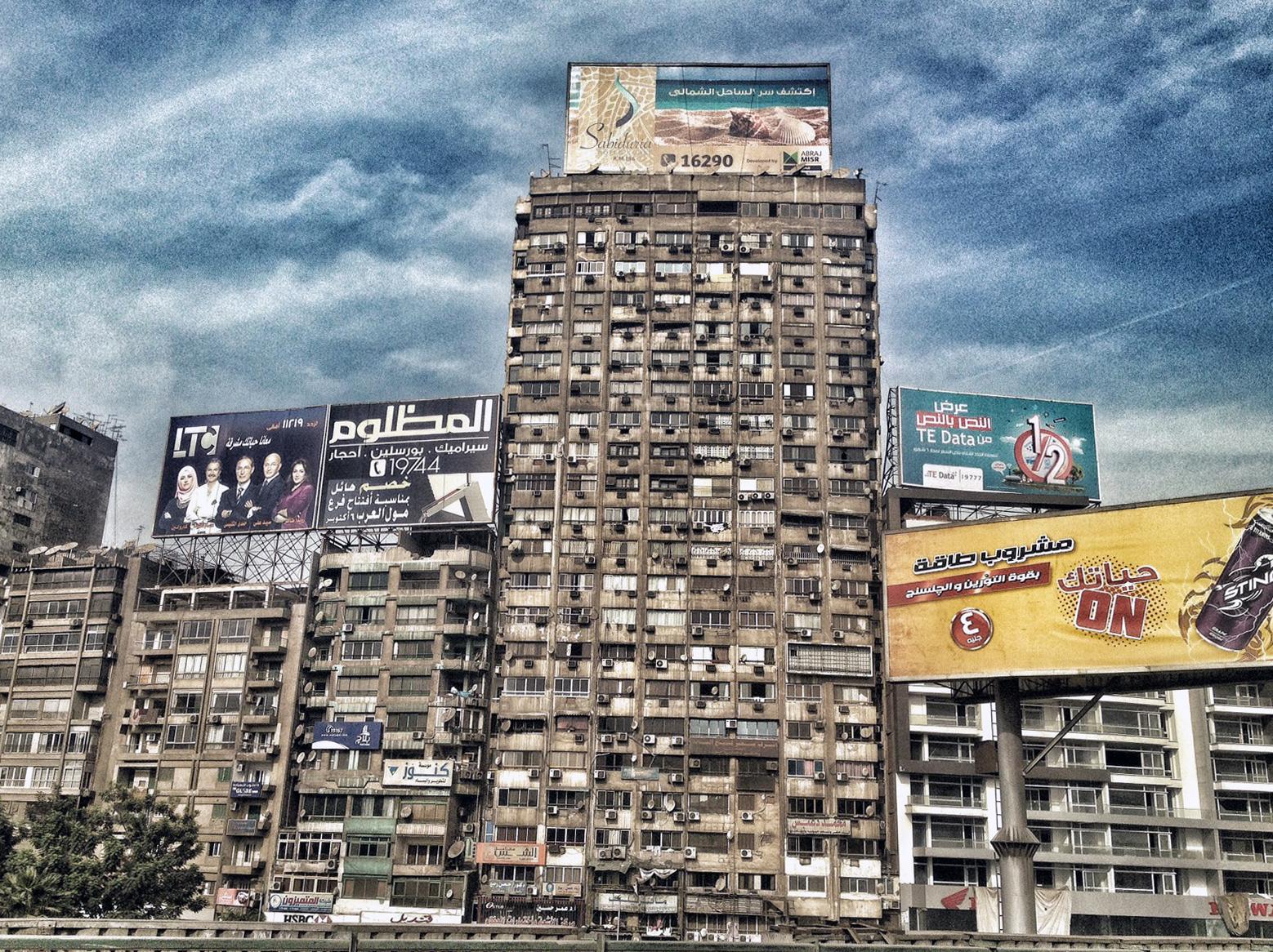 Un edificio de El Cairo / LUIS ROCA ARENCIBIA