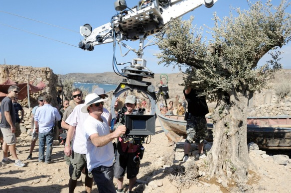 """Jonathan Liebesman durante el rodaje de """"Ira de titanes"""" en la bahía de Abades (Arico, Tenerife) / SUR FILMS-OAC"""
