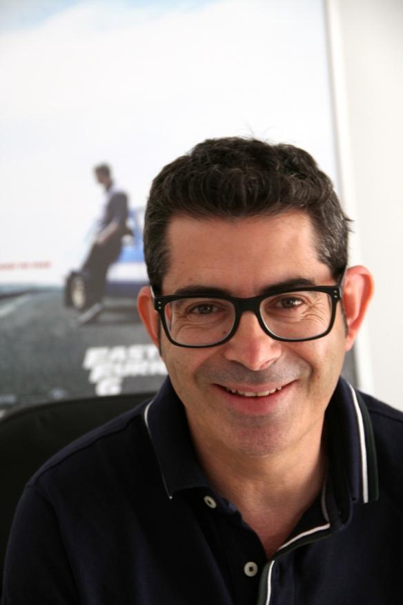 """Juan Cano, 'Nono', en su oficina, delante del cartel de """"Fast & Furious 6"""" / SUR FILMS-OAC"""