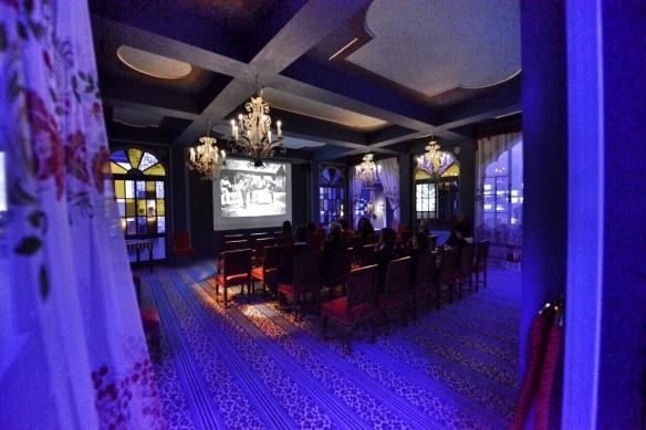 La exposición muestra esta reproducción del Salón Indio del Grand Café de Paris, lugar de la primera proyección con pago de entrada. / LUIS ROCA ARENCIBIA