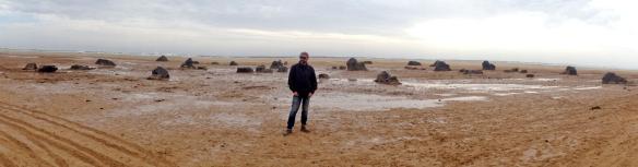 "Sebastián Álvarez, durante el rodaje de ""Exodus"" en la playa de Sotavento de Fuerteventura."