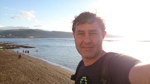 Autorretrato de Manuel Cardenal en la playa de Las Canteras /OAC