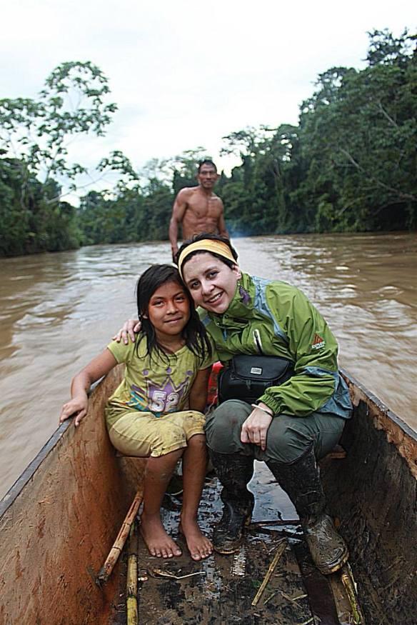 Lusiana Carcelén, en una expedición a territorio waorani en el Amazonas ecuatoriano. / OAC