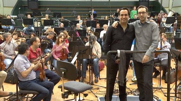 """Diego Navarro y Enrique Gato durante las sesiones de grabación de """"Atrapa la bandera"""" con la Orquesta Sinfónica de Tenerife / OAC"""