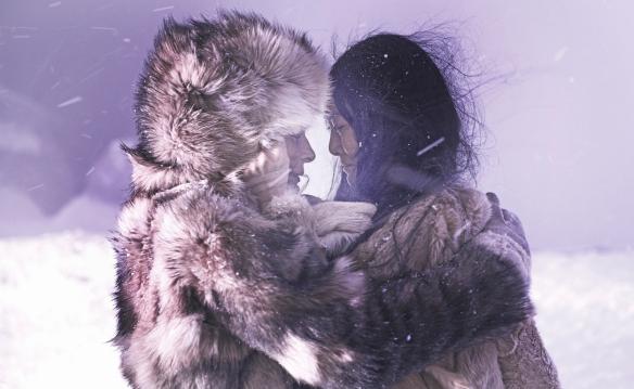 "Juliette Binoche (i) y Rinko Kikuchi en un momento de ""Nadie quiere la noche"" / LEANDRO BETANCOR"