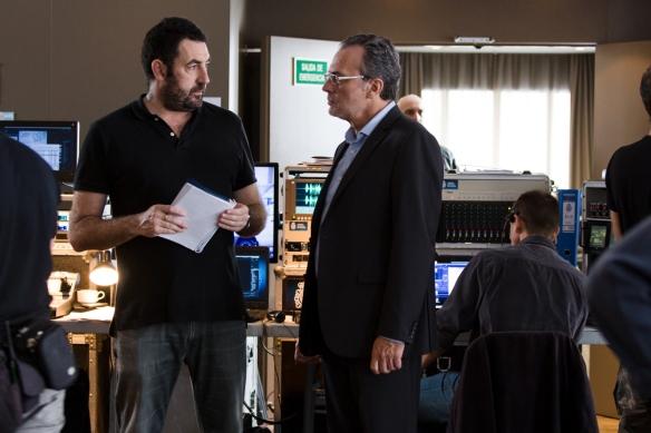 Daniel Calparsora (i) y José Coronado, durante el rodaje en la planta 1 del AC Hotel Iberia de Las Palmas. / OAC