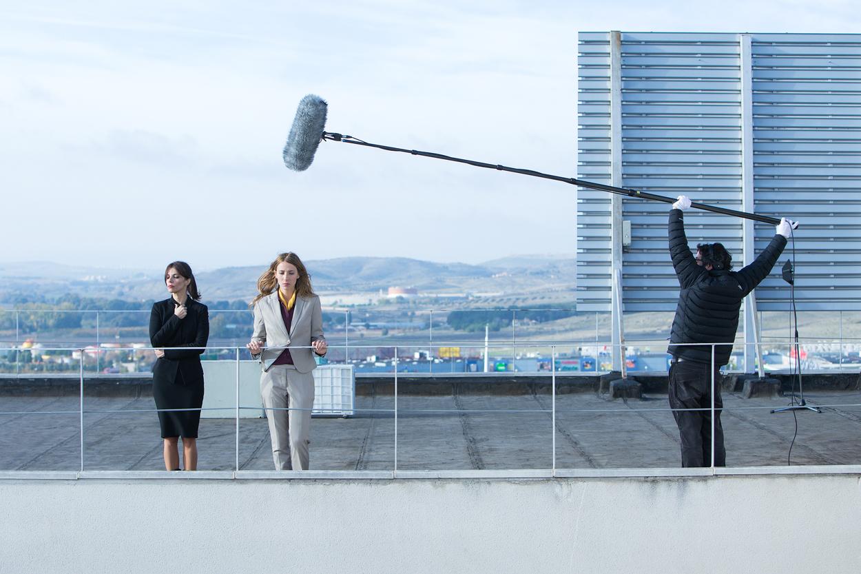 """Maribel Verdú y Bárbara Goenaga, en un momento del rodaje de """"La punta del iceberg"""" / Julio Vergne"""