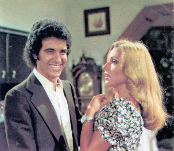 Miguel Aristu con Silvia Tortosa en una revista Teleradio de 1974. / OAC