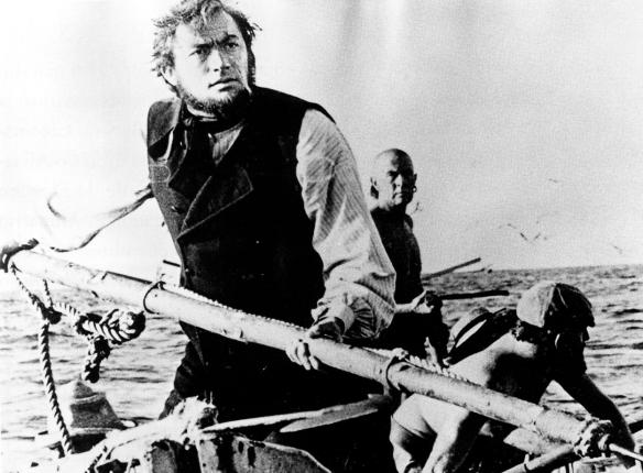 Gregory Peck como el capitán Ahab a la caza de Moby Dick, en las aguas de la Bahía de El Confital. / SALVAR LA MEMORIA, 50 AÑOS DE TIRMA Y MOBY DICK