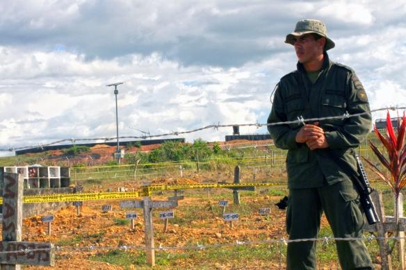 Fosa común en la Macarena, donde fueron descubiertos más de 2.000 cadáveres. / AYOZE O'SHANAHAN